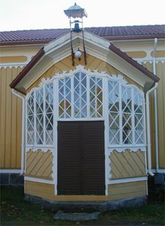 Beautiful porch in Siikainen. Countryside, Gazebo, Porch, Houses, Outdoor Structures, Garden, Beautiful, Home Decor, Balcony
