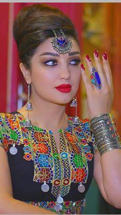 Stylish Dresses For Girls, Stylish Dress Designs, Stylish Girl, Afghan Clothes, Afghan Dresses, Moroccan Dress, Beaded Jewelry Patterns, Embroidery Fashion, Beauty Full Girl