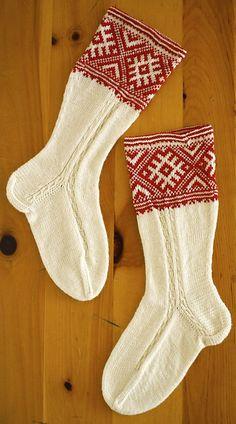 Ravelry: carolinefryar's estonian socks