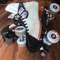 Black Roller Skates, Retro Roller Skates, Roller Skate Shoes, Roller Derby, Roller Skating, Skating Pictures, Skate Girl, Airwalk, Burton Snowboards