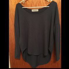 Urban Outfitters Long Sleeve Top *Please use the comment button for any questions & the offer button for prices/negotiations - only talk prices in offer option. Thank you!* Urban Outfitters Sweaters Crew & Scoop Necks