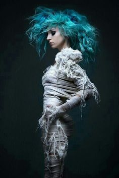 Portrait - Couture - Fashion - Photography - Teal - Posing Inspiration / Pose Idea