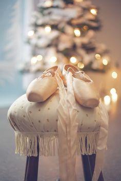 Christmas carol — swansong-willows: (via Christmas!)