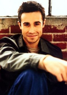 freddie prince jr. aww the 90's where have you gone? you gave us such beautiful men!