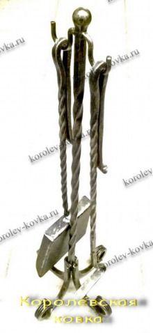 Каминный набор КН-39 простой http://korolev-kovka.ru/kaminnyj-nabor-kn39-prostoj/  <p>Каминный набор КН-39 простой выполнен из металла квадратного сечения 10мм на стойке и 8мм на двух предметах для камина - кочерге...