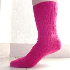 Les chaussettes tricotées main : ma recette facile Knitting Socks, Needlework, Knitting Patterns, Barbie, Textiles, Couture, Handmade, Loop, Bonnets