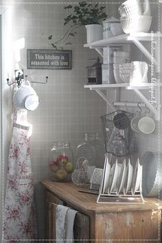 avohylly, kauniit astiat, keittiön sistustus, Greengate astiat Sweet Home, Swedish Style, Decor, Hobby Room, Kitchen, Indoor, Shabby Chic, Shelves, Home Decor