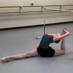 Ballet Dance Videos, Dance Tips, Dance Choreography Videos, Dance Moves, Gymnastics Stretches, Ballet Stretches, Ballet Pictures, Dance Pictures, Ballerina Dancing