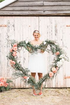 30  Romantic Wedding Wreath Ideas to Get Inspired | http://www.deerpearlflowers.com/30-romantic-wedding-wreath-ideas-to-get-inspired/