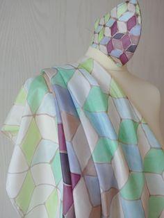 Echarpe de 90×90 cm de seda natural pintado a mano, pieza única y exclusiva, muy suave y delicado Natural, Silk, Hands, Nature, Au Natural
