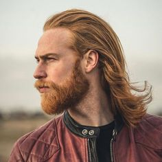 Barber Tells Gwilym Pugh to Grow a Beard and Ends up Changing His Life people Short Hair Undercut, Haircuts For Wavy Hair, Stylish Haircuts, Undercut Hairstyles, Trendy Hairstyles, Makeup Trends, Hair And Beard Styles, Long Hair Styles, Dreadlocks Men