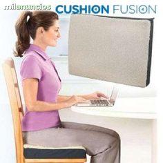 . .Cushion Fusion le proporciona el m�ximo apoyo y confort Coj�n relleno de gel rodeado de espuma para soporte adicional Reduce las molestias causadas por superficies duras y con poca amortiguaci�n Suave cubierta polar Dimensiones 46 x 36 x 8 cm/ Se ent