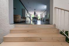 Escaleras acceso cocina   Proyecto de reforma Loft Barcelona   Standal #reformaintegral #reformas #Standal #loft #escaleras #interiorismo #decoración