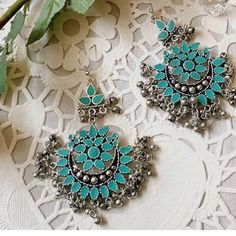 Antique silver earrings will NOT let you go unnoticed no matter how hard you try! Making a statement of its own, adorns you to the level of exquisite beauty. Stylish Jewelry, Jewelry Accessories, Jewelry Design, Fashion Earrings, Fashion Jewelry, India Jewelry, Fine Jewelry, Indian Earrings, Oxidised Jewellery