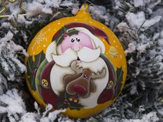 Christmas glass ball hand painted in country painting. Christmas ornament  Santa with Elk  12 cm  Look at me on Etsy: https://www.etsy.com/it/shop/sempreNatale