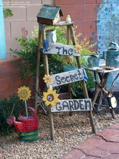 Yard Crafts From Junk | Trash to Treasure: curvesarein picture (New Use for Old Ladders)