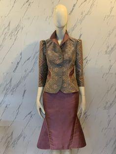 Blouse Batik, Batik Dress, Thai Style, Kebaya, College Outfits, Costumes, Boutique, Silk, Mom
