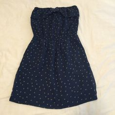 Gianni Bini Strapless Printed Dress This is from the Gianni Bini juniors collection. Navy dress with brown and white pattern. Features a bow like detail on top with an elastic waistband at the natural waist. Gently used, only worn a few times. Offers Welcome! ❌No Trades! Gianni Bini Dresses Strapless