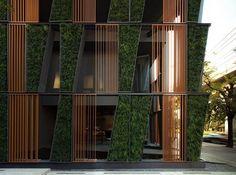 Vertical Living Gallery [url=http://www.sansiri.com/]Sansiri[/url] i [url=http://shmadesigns.com/]Shma[/url]. Zdjęcie: [url=http://wisont.wo...