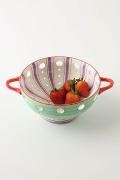 Totally want this, what a cute colander!