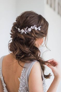 Hair Jewelry Crystal hair vine, Hair jewelry, Flower headpiece, Bridal accessory, Wedding hair accessories - White bridal hair vine with acrylic flowers♥ Length: around inches cm)♥ Color: white Wedding Hair Side, Bridal Hair Vine, Bridal Hair Side Swept, Bridal Updo, Bridal Hairstyle With Veil, Bridal Hair Braids, Fall Wedding Hair, Bridal Hair With Flowers, Wedding Hair With Veil