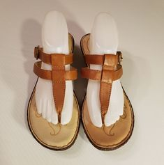 c4f261674d1fd BORN Women s T-Strap Thongs Sandals Wedges Brown Tan Leather size 11M Buckle