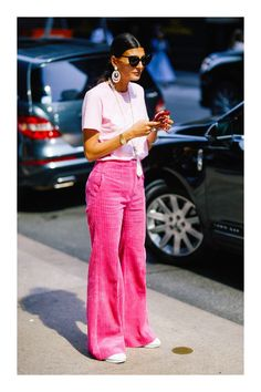Eyeglasses Street Style Spotted at NYFW Spring 2018 Giovanna Battaglia, 70s Fashion, Pink Fashion, Fashion Trends, New Street Style, New York Fashion Week Street Style, New York Style, Street Fashion, 70s Mode