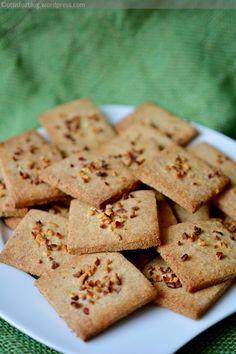 Sós rágcsálnivalónak otthon is készíthetünk egészséges lisztekből finom ropogtatnivalót. Fokhagymás-fűszeres keksz Hozzávalók: 15 dkg kölesliszt, 15 dkg zabpehelyliszt, 10 dkg teljes kiőrlésű búzal…