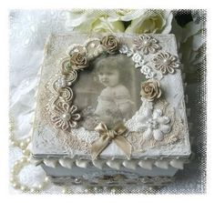 Viola: altered box shades of white, flowers, beads