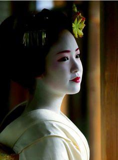 Maiko. Kimihiro. #japan #kyoto #geisha #geiko #maiko #kimono #japanese culture