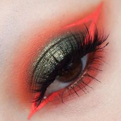 Obsessed with this neon orange and iridescent olive color combo from in our 'Dominira' lashes, a new super sexy style from the Feral Collection which delivers multi-tiered fullness for a effect. Orange Makeup, Red Makeup, Makeup Set, Makeup Inspo, Makeup Inspiration, Beauty Makeup, Makeup Looks, Hair Makeup, Special Makeup