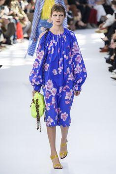 Dries Van Noten at Paris Fashion Week Spring 2019 - Runway Photos Fashion Week Paris, London Fashion Weeks, Floral Fashion, Love Fashion, Fashion Show, Fashion Outfits, Fashion Trends, Valentino, Saint Laurent