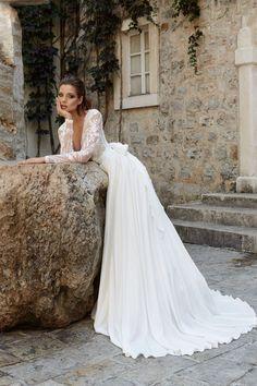 Collection 2018 wedding dresses. www.istoriesgamou.gr Νυφικα 2018 ρομαντικα  νυφικα  de9a4e8f18a