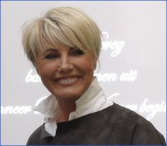(Photo - march Informations About Dana Winner Belgian singer. Edgy Short Haircuts, Cute Hairstyles For Short Hair, Everyday Hairstyles, Bob Hairstyles, Curly Hair Styles, School Hairstyles, Wedding Hairstyles, Short Hair With Layers, Short Hair Cuts For Women
