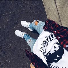 #OutfitFromAbove 📷 @tulamiseoulacompote ▪️ #Killion #Flannel ▪️ #Palace #Tee ▪️ #HM #Jeans ▪️ #Adidas #UltraBoost #Sneakers