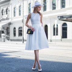 オールホワイトコーディネートな海外レディースファッションスナップ | Q ration(キューレーション) | QUAEL bags | クアエル