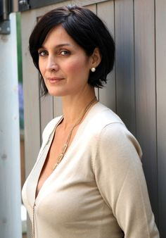 Carrie-Anne Moss (Matrix) – an under-appreciated beauty. Perhaps because her style skews more mature and feminine rather than young and girlish. Carrie Anne Moss, Beautiful People, Beautiful Women, Simply Beautiful, Canadian Actresses, Matrix, Jessica Jones, Naomi Campbell, Belle Photo