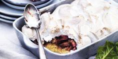 Rabarberkagen er super nem at lave, og den sprøde marengs på toppen giver et godt modspil til den svampede kagebund. Klik her og se opskriften! Danish Cake, Danish Food, Baking Recipes, Cake Recipes, Baking Tips, Rhubarb Cake, Rhubarb Recipes, Bread Cake, Pastry Cake