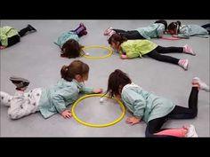 Physical Activities For Kids, Gross Motor Activities, Physical Education Games, Games For Toddlers, Kids Learning Activities, Kids Education, Fun Party Games, Yoga For Kids, Kids Songs