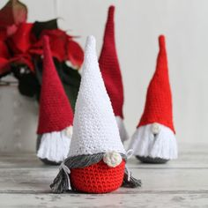 crochet amigurumi Scandinavian Christmas gnomes, free tutorial on missneriss.com