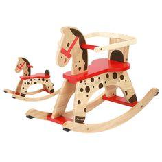 Cavallo a dondolo in legno  Classico cavallo a dondolo tutto in legno. Completo di protezione per i bimbi più piccoli. La protezione si può togliere al crescere del bambino.  Dimensioni: cm.79x31x57  Età consigliata: dai 12 mesi  Prezzo €78,00