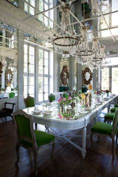WOW dining room--love white table with emerald chairs! And those chandeliers and mirrored ceiling!!!