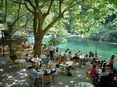 Fontaine de Vaucluse, France .../ Diners along the River Sorgue, Fontaine de Vaucluse, France.../