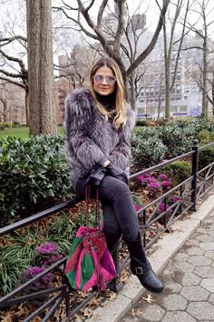 Casaco – H&M | Calça – Zara | Bota – Jimmy Choo | Bolsa – Chanel | Óculos – Chanel Blog da Thássia