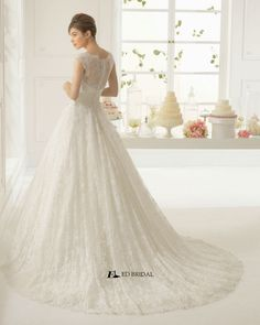 2015 New Collection Ball Gown Cap Sleeve Lace Appliqued Beaded Wedding Dress