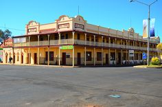 Corones Hotel in Charleville Old Pub, Vintage Hotels, Country Scenes, Sunshine State, Town And Country, Small Towns, Great Places, Cheers, Road Trip