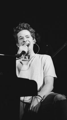 I simply adore this pic😍 Charlie Puth, Divas, Playing Piano, To My Future Husband, Shawn Mendes, Best Friend Goals, My Idol, Beautiful Men, New Jersey