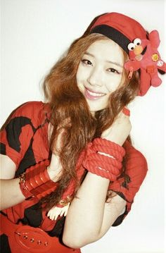 Red hat #Sulli #Fx South Korean Girls, Korean Girl Groups, Sulli Choi, Ulzzang Fashion, Gorgeous Women, Beautiful, Red Hats, Best Face Products, Woman Crush