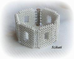 Blanc Bracelet manchette de graine perle, déclaration perles Bracelet, Bracelet de mariée, bijoux de mariage, cadeau Unique, tissage à Angle droit, bijoux OOAK