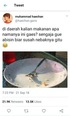 punya temen ngeselin tak terpakai? jual aja! #humor # Humor # amreading # books # wattpad Jodoh Quotes, Funny Tweets Twitter, Funny Quotes Tumblr, Quotes Lucu, Meme Caption, Text Jokes, Memes Funny Faces, Relationship Texts, Reminder Quotes